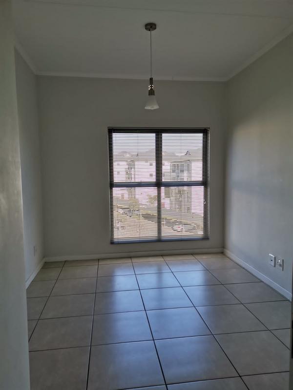 Apartment / Flat For Sale in Modderfontein, Modderfontein